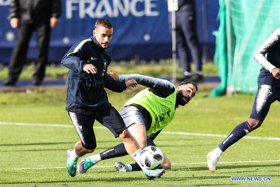 France\'s Antoine Griezmann (L) attends a training session ahead of the Russia 2018 World Cup in Moscow, Russia, June 11, 2018. (Xinhua/Wu Zhuang)