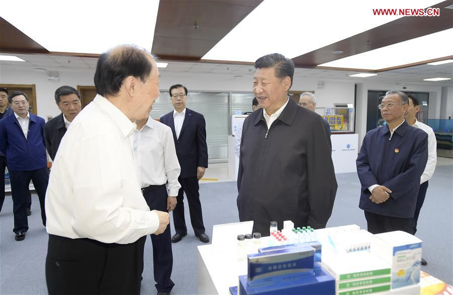 Chinese President Xi Jinping, also general secretary of the Communist Party of China Central Committee and chairman of the Central Military Commission, talks with academician of Chinese Academy of Engineering Guan Huashi at Pilot National Laboratory for Marine Science and Technology during an inspection tour in Qingdao, east China\'s Shandong Province, June 12, 2018. (Xinhua/Li Xueren)