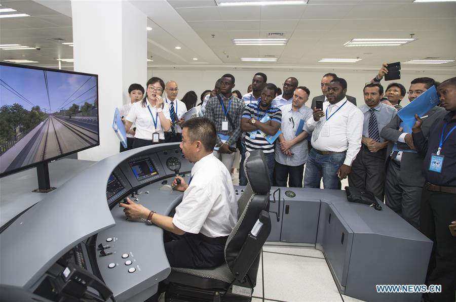 Staff members present a simulation of high-speed train driving for foreigners at a training base for high-speed railway staff in Wuhan, central China\'s Hubei Province, June 12, 2018. Altogether 63 railway executives from 13 countries including Thailand, Sri Lanka and Laos visited the training base Tuesday. (Xinhua/Xiao Yijiu)