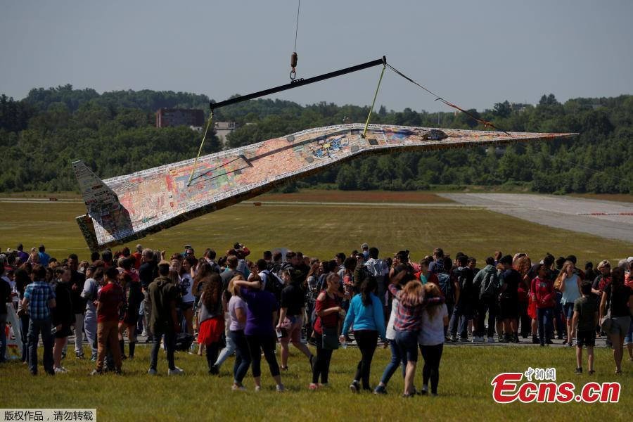 Photo taken on June 12, 2018 shows a massive paper airplane in Fitchburg, U.S. The 64-foot-long plane weighing in at over 1,500 pounds was put together by Project Soar at the Revolving Museum of Fitchburg. Creators of the paper airplane hope it will become a new Guinness World Record. (Photo/Agencies)