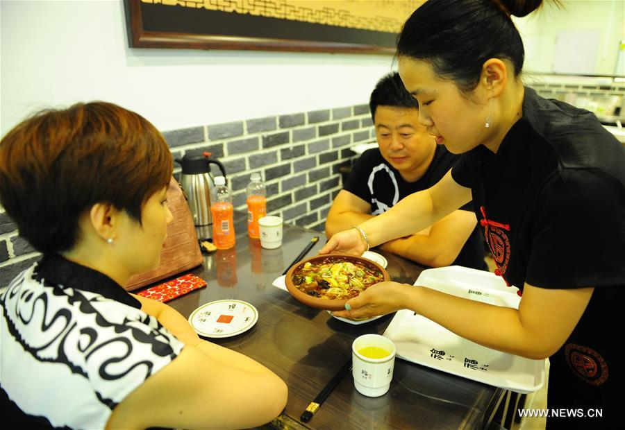 Dishes of Fushan noodle are served for customers at a restaurant in Yantai City, east China\'s Shandong Province, June 7, 2018. Fushan noodle is a traditional dish which is popular in Shandong Province. The noodle is hand pulled and cooked with various sauces and broths. The making of Fushan noodle was listed as a provincial intangible cultural heritage of Shandong in 2013. (Xinhua/Ren Pengfei)