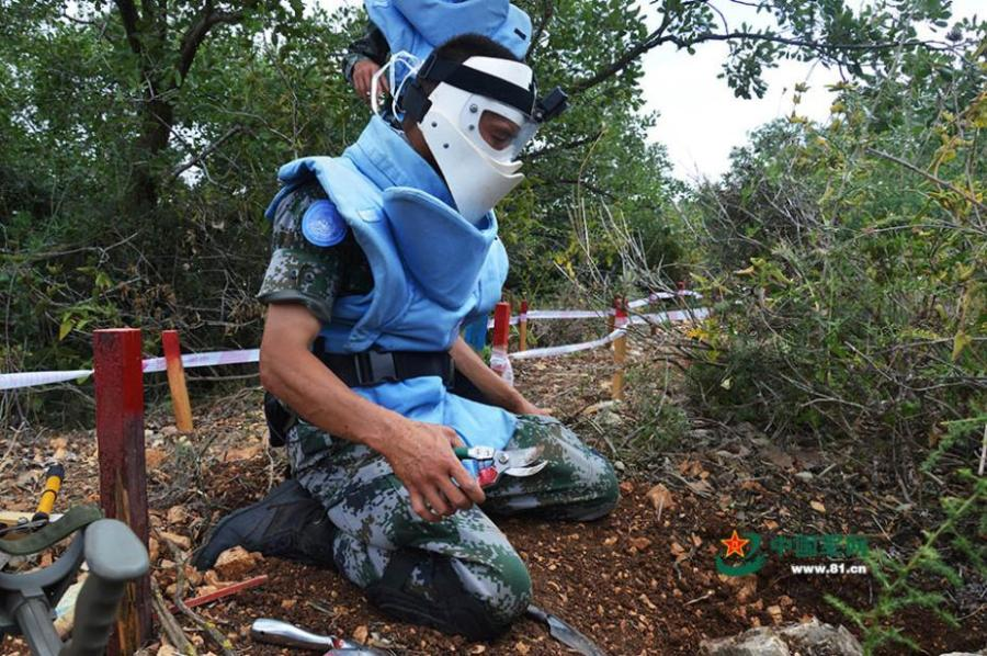 Members of the 17th Chinese peacekeeping force to Lebanon take part in a mine clearance mission in an area of nearly 2,000 square meters on the border between Israel and Lebanon, June 11, 2018. (Photo/81.cn)