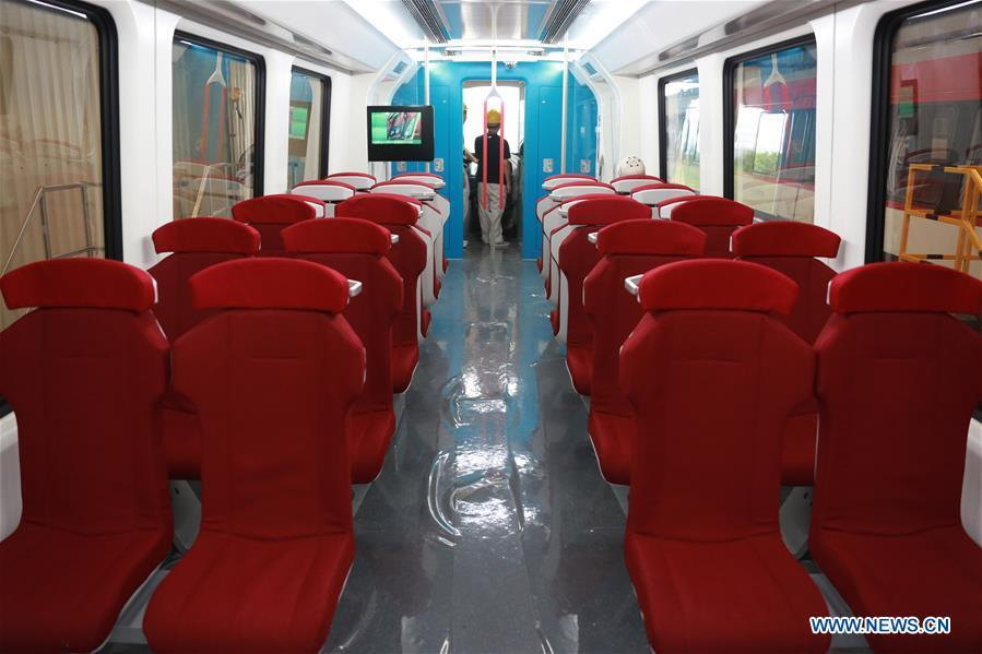 Photo taken on June 13, 2018 shows the interior of China\'s new generation domestic medium-low-speed magnetic levitation (maglev) train at the CRRC Zhuzhou Locomotive Co., Ltd., Zhuzhou of central China\'s Hunan Province. The new train rolled off the production line Wednesday and can run up to 160 km per hour, compared with the first generation\'s top speed of 100 km per hour. (Photo/Xinhua)