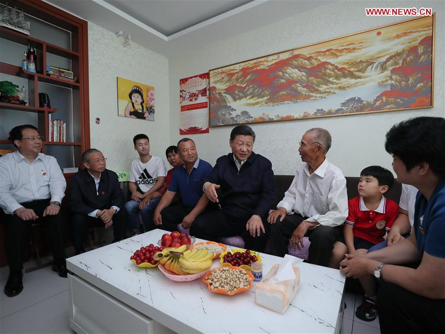 Chinese President Xi Jinping, also general secretary of the Communist Party of China (CPC) Central Committee and chairman of the Central Military Commission, visits the home of villager Zhao Shunli in Sanjianxi Village, Zhangqiu District in Jinan, capital of east China\'s Shandong Province, June 14, 2018. Xi made an inspection tour in Shandong from June 12 to 14. (Xinhua/Xie Huanchi)