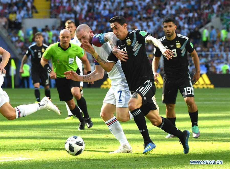Angel Di Maria (2nd R) of Argentina vies with Aron Gunnarsson of Iceland during a group D match between Argentina and Iceland at the 2018 FIFA World Cup in Moscow, Russia, June 16, 2018. (Xinhua/Du Yu)