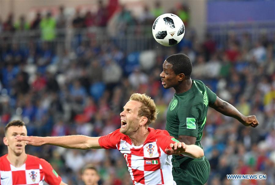 Odion Ighalo (R) of Nigeria vies with Ivan Strinic of Croatia during a group D match between Croatia and Nigeria at the 2018 FIFA World Cup in Kaliningrad, Russia, June 16, 2018. (Xinhua/Liu Dawei)