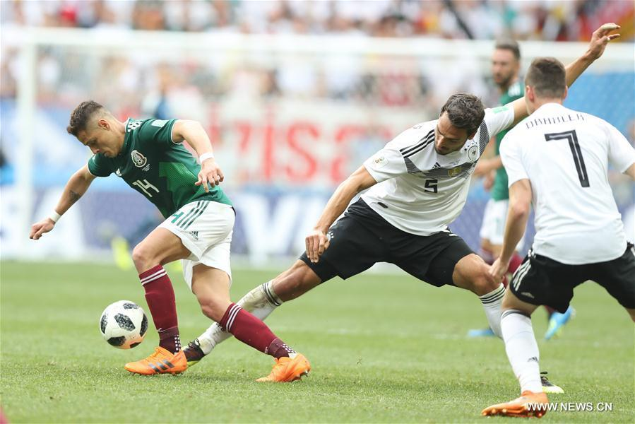 Mats Hummels (C) of Germany vies with Javier Hernandez (L) of Mexico during a group F match between Germany and Mexico at the 2018 FIFA World Cup in Moscow, Russia, June 17, 2018. (Xinhua/Xu Zijian)
