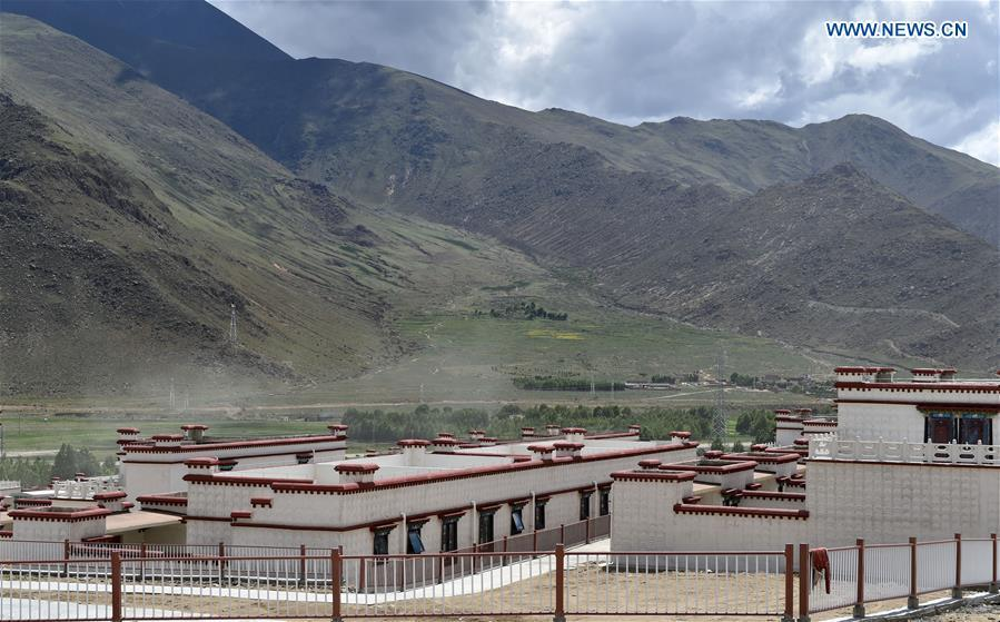 This photo taken on June 18, 2018 shows residences built for villagers who have moved from Nyima County of Nagqu to the new settlement in Lhasa during a relocation program with environmental purposes in southwest China\'s Tibet Autonomous Region. A total of 1,102 residents have been relocated to a new settlement in Lhasa to make their old neighbourhoods accessible to wild animals in the Qiangtang National Nature Reserve. Completed on Monday, the relocation marked the first such program carried out for the sake of environmental protection in areas at high altitudes in Tibet Autonomous Region. (Xinhua/Chogo)