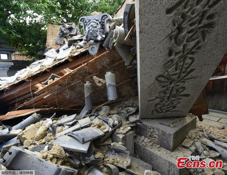 This picture shows a collapsed house following an earthquake in Ibaraki City, north of Osaka prefecture, June 18, 2018. A magnitude 6.1 earthquake shook Osaka, Japan's second-biggest metropolis, early on Monday, killing three people, halting factory lines in an industrial area and bursting water mains, government and company officials said. (Photo/Agencies)