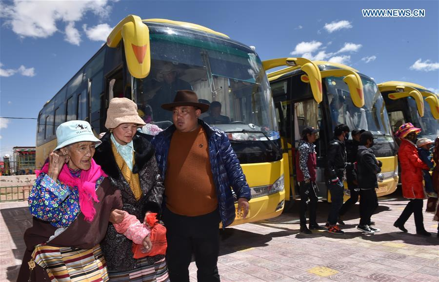 Villagers who have moved from Nyima County of Nagqu during a relocation program with environmental purposes head for their new settlement in Lhasa, southwest China\'s Tibet Autonomous Region, June 18, 2018. A total of 1,102 residents have been relocated to a new settlement in Lhasa to make their old neighbourhoods accessible to wild animals in the Qiangtang National Nature Reserve. Completed on Monday, the relocation marked the first such program carried out for the sake of environmental protection in areas at high altitudes in Tibet Autonomous Region. (Xinhua/Chogo)