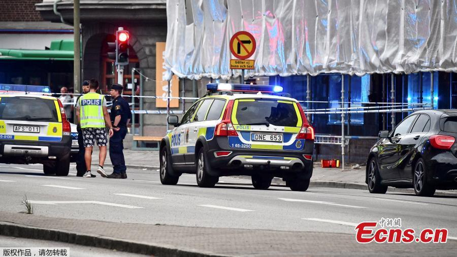 Police stand next to a cordon in central Malmo, southern Sweden, Monday, June 18, 2018. Swedish police said Tuesday that a shooting in the southern city of Malmo has resulted in the death of two people who sustained critical injures during the incident. The drive-by shooting occurred Monday night and all the five injured during the incident were sent to hospital, with one of them having succumbed to his wounds soon afterwards.(Photo/Agencies)