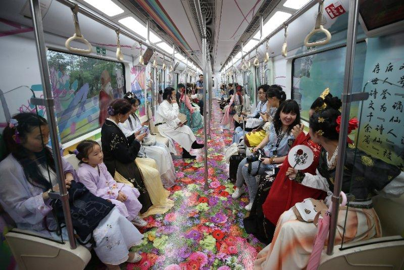 A subway train themed on Tang Dynasty (618-907) was launched in Xi\'an, Shaanxi Province, on June 18, 2018. (Photo/China Daily)