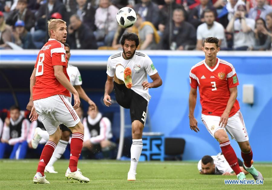 Marwan Mohsen (C) of Egypt competes during a Group A match between Russia and Egypt at the 2018 FIFA World Cup in Saint Petersburg, Russia, June 19, 2018. (Xinhua/Chen Yichen)