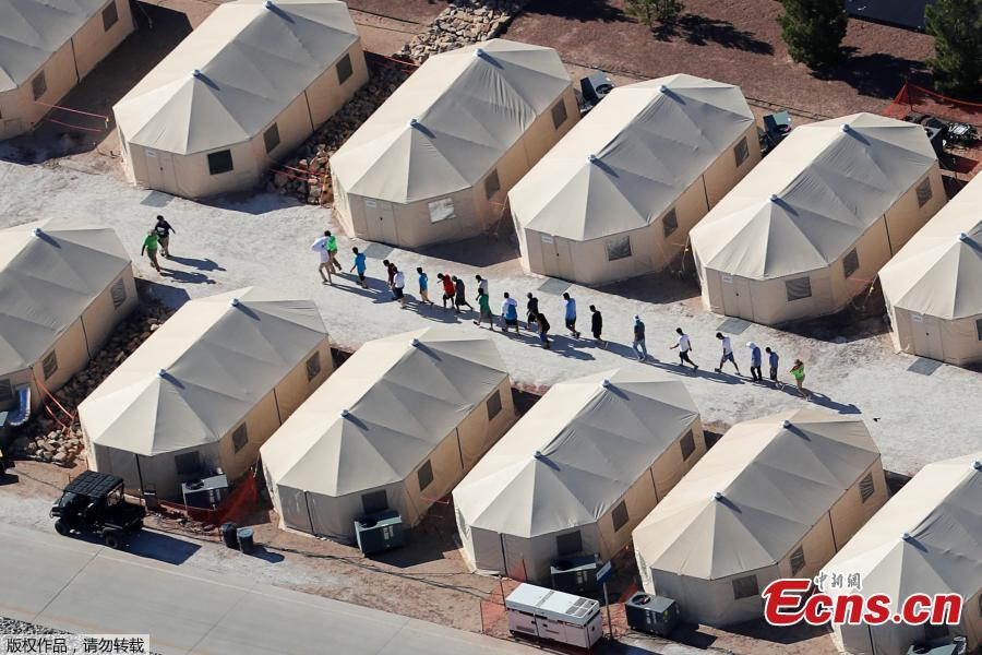 White tents are visible at the Tornillo-Marcelino Serna Port of Entry, about a 30-minute drive southeast from El Paso. An initial 360 are expected immediately, with a capacity for hundreds more. By Saturday, dozens of unaccompanied minors were already inside the white tents, confirmed Texas state Democrat Rep. Mary González, whose district includes the Tornillo area. The shelter was last used in 2016 when a surge of Central Americans — migrant children and families — were housed here. (Photo/Agencies)
