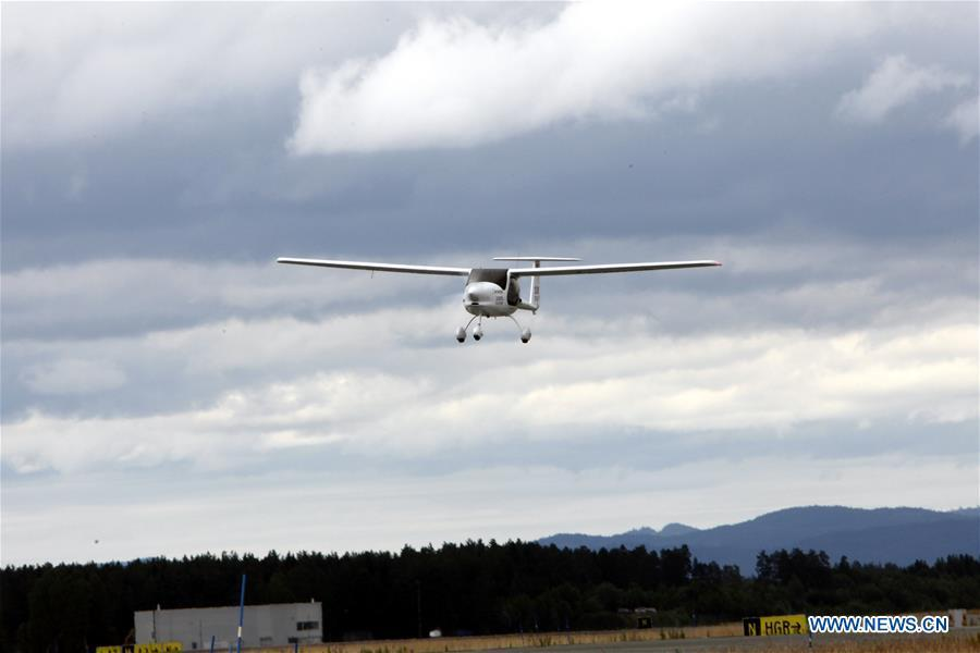 The two-seat electric aircraft, Alpha Electro G2, flies over the airport in Oslo, Norway, June 18, 2018. Norway\'s first electric aircraft took to the skies on Monday as the Nordic country that is known for electric cars vowed to electrify its aviation as well. (Xinhua/Liang Youchang)