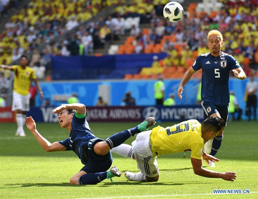 Radamel Falcao (2nd R) of Colombia competes during a Group H match between Colombia and Japan at the 2018 FIFA World Cup in Saransk, Russia, June 19, 2018. (Xinhua/Lui Siu Wai)