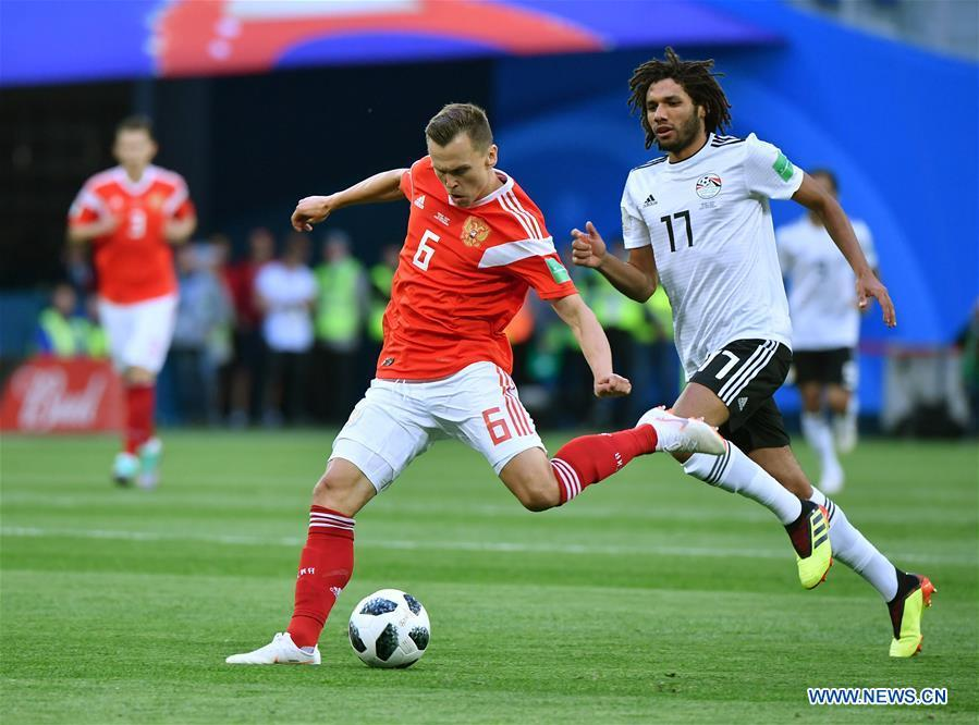 Denis Cheryshev (L) of Russia passes the ball during a Group A match between Russia and Egypt at the 2018 FIFA World Cup in Saint Petersburg, Russia, June 19, 2018. (Xinhua/Li Ga)