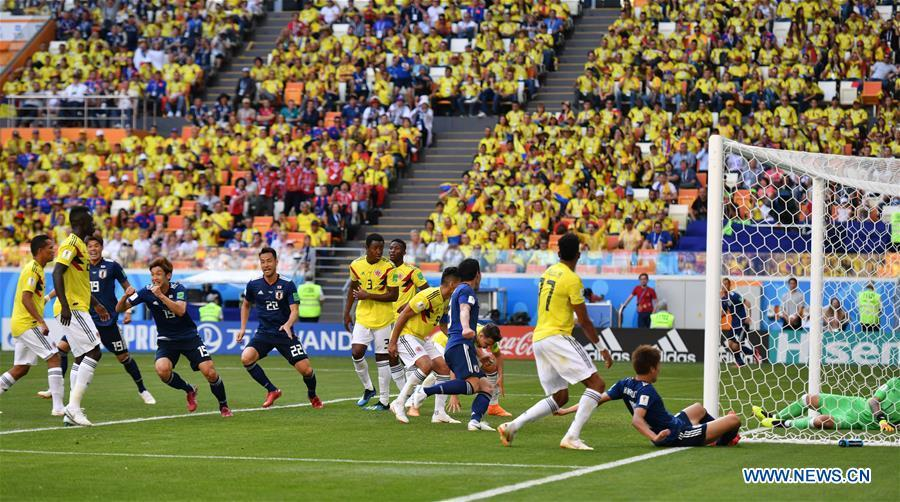 Yuya Osako (4th L) of Japan celebrates scoring during a Group H match between Colombia and Japan at the 2018 FIFA World Cup in Saransk, Russia, June 19, 2018. Japan won 2-1. (Xinhua/Lui Siu Wai)