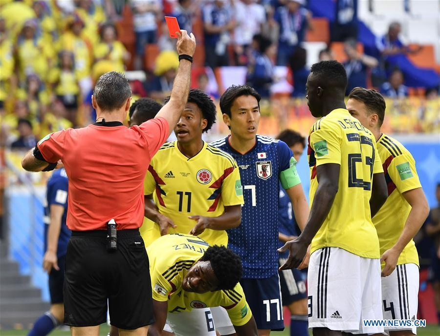 The referee gives a red card to Carlos Sanchez (C bottom) of Colombia during a Group H match between Colombia and Japan at the 2018 FIFA World Cup in Saransk, Russia, June 19, 2018. (Xinhua/He Canling)