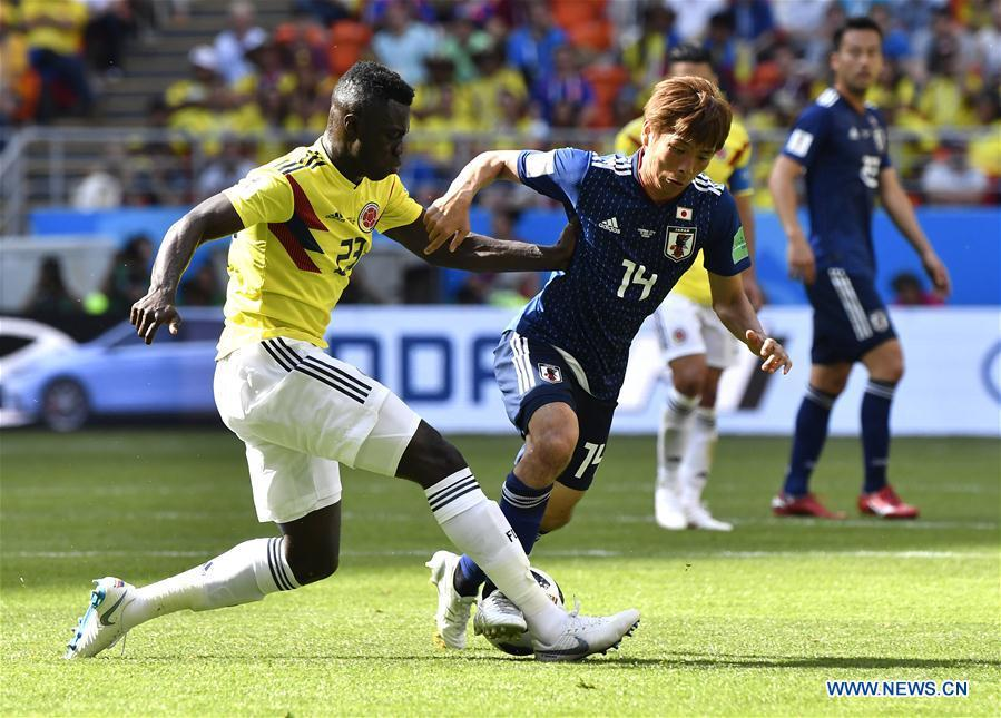 Takashi Inui (R front) of Japan vies with Davinson Sanchez of Colombia during a Group H match between Colombia and Japan at the 2018 FIFA World Cup in Saransk, Russia, June 19, 2018. (Xinhua/He Canling)