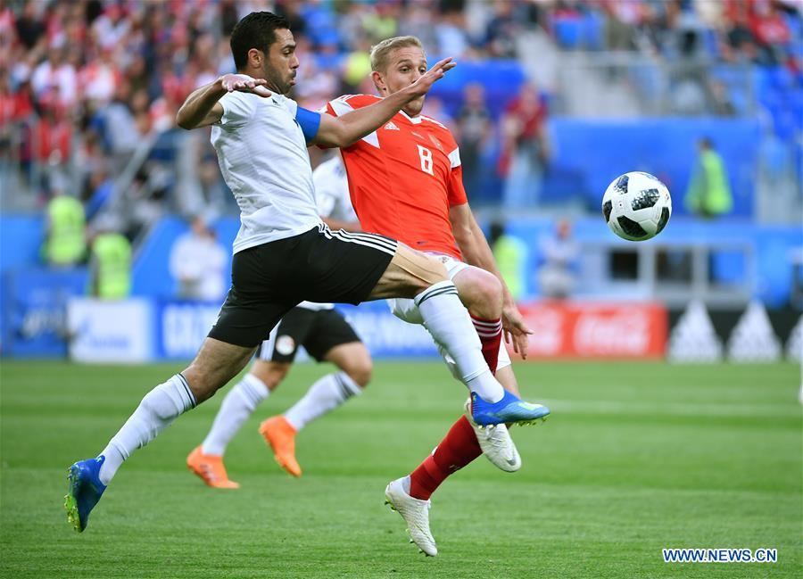 Iury Gazinsky (R) of Russia vies with Ahmed Fathi of Egypt during a Group A match between Russia and Egypt at the 2018 FIFA World Cup in Saint Petersburg, Russia, June 19, 2018. (Xinhua/Li Ga)