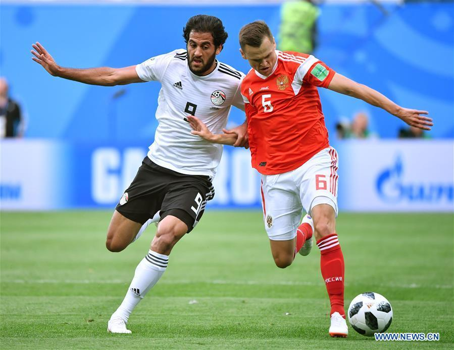 Denis Cheryshev (R) of Russia vies with Marwan Mohsen of Egypt during a Group A match between Russia and Egypt at the 2018 FIFA World Cup in Saint Petersburg, Russia, June 19, 2018. (Xinhua/Li Ga)