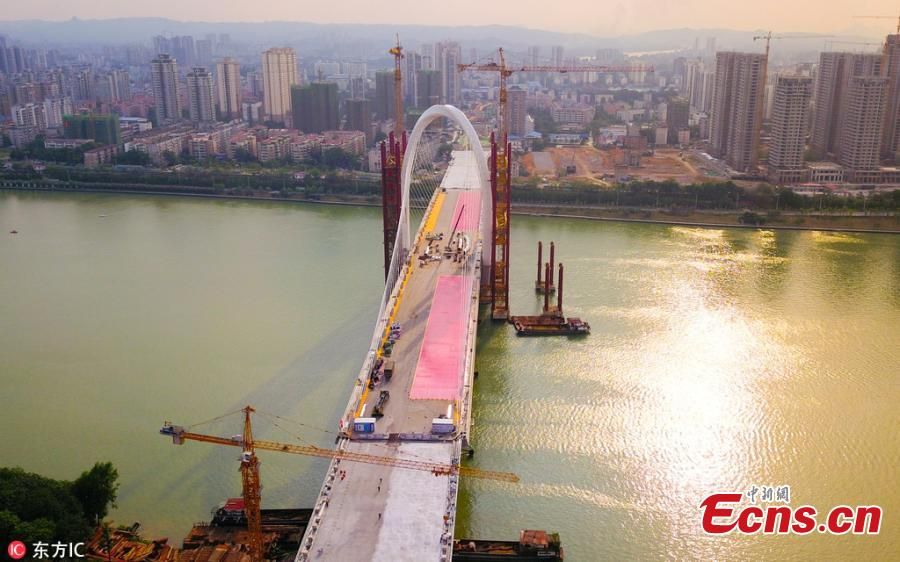 The main structure of the Baisha Bridge in Liuzhou City, South China's Guangxi Zhuang Autonomous Region, is complete. It's the world's largest asymmetrical cable-stayed bridge, with the highest point of the main tower at 106 meters. (Photo/IC)