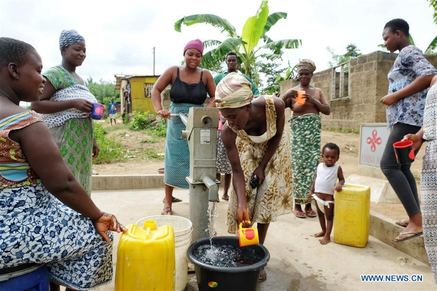 Women fetch water from a borehole in Agyakwa Village, Eastern Region, Ghana, on June 18, 2018. The government of China is providing 1,000 boreholes for hundreds of rural communities in six out of the ten regions of Ghana to bring clean water to the people. (Xinhua/Zhao Shuting)