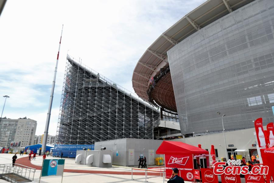The enormous temporary stand at the World Cup stadium in Ekaterinburg, Russia. FIFA regulations state that each World Cup venue must have a minimum capacity of 35,000. The stadium only held 23,000 spectators and renovation was impossible with time quickly running out, so the enormous temporary stands were erected at either end of the pitch to reach the requirement. (Photo: China News Service/Fu Tian)