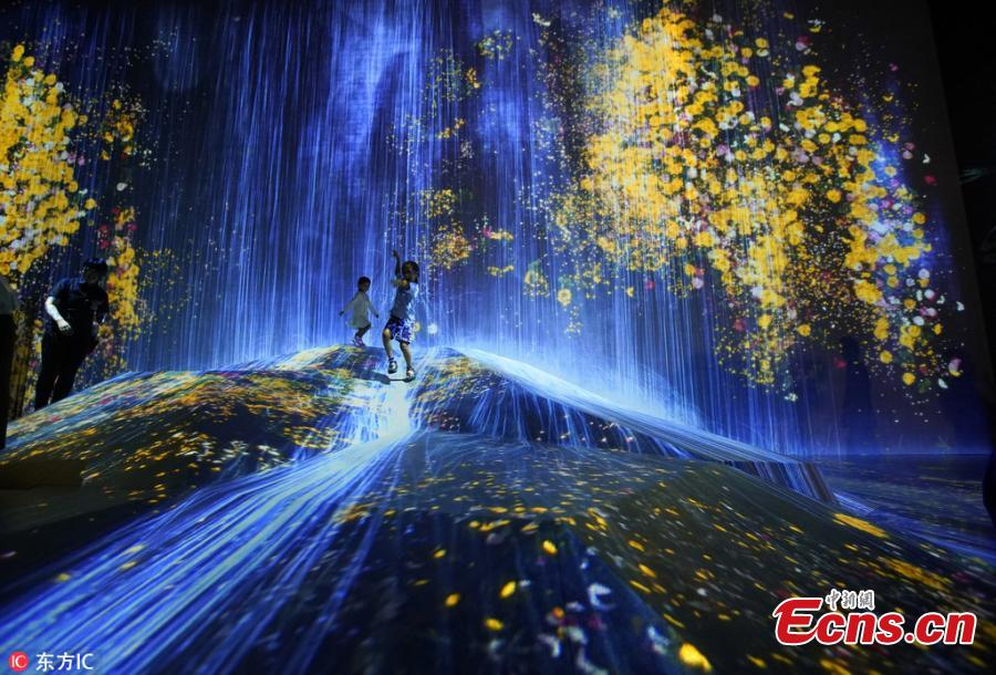 """MORI Building DIGITAL ART MUSEUM: teamLab Borderless,"" an digital art museum — jointly created and operated by Mori Building Co., Ltd and teamLab, opened on June 21,2018 in Tokyo, Japan. The digital art museum features approximately 50 interactive artworks, some completely new, in a 10,000 square meters area with five zones. The interactive artworks have no borders separating them from the other works. Some extend beyond their installation rooms and into the corridors, some overlap with other works and some even fuse with other works. (Photo/IC)"