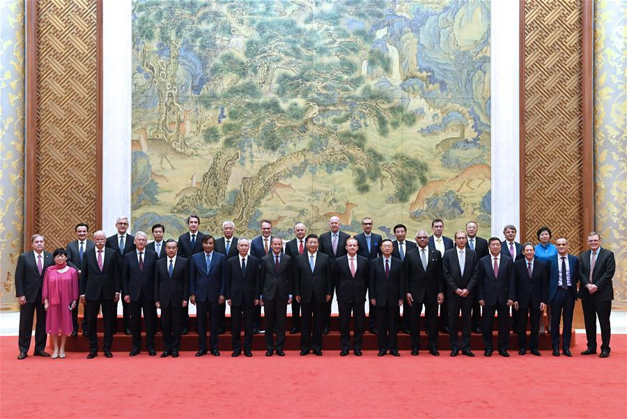 Chinese President Xi Jinping (C, front) poses with executives of some famous multinational enterprises, who are in Beijing to attend a special session of round-table summit of Global CEO Council at the Diaoyutai State Guesthouse in Beijing, capital of China, June 21, 2018. Xi attended a symposium with the executives here on Thursday. (Xinhua/Rao Aimin)