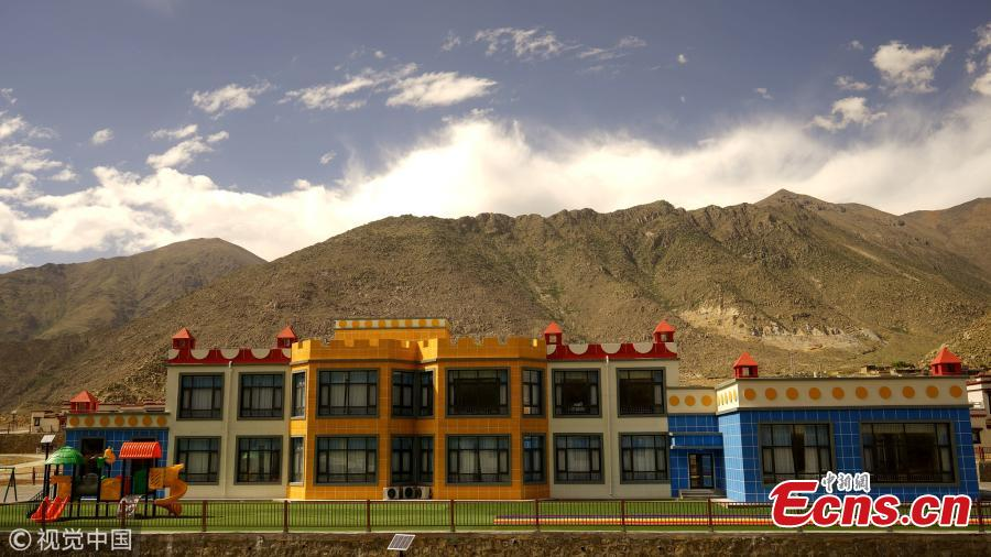 Children play in a community built for relocated residents in Doilungdeqen District, Lhasa City, Southwest China's Tibet Autonomous Region, June 20, 2018. Residents who once lived in Rongma Township of Nyima County, which averages 5,000 meters above sea level and faces difficulties in poverty alleviation, have been relocated to new homes at an altitude of 3,800 meters. The ecological relocation stretching more than 1,000 kilometers can also help conserve wild animals on the Northern Tibet Plateau. (Photo/VCG)