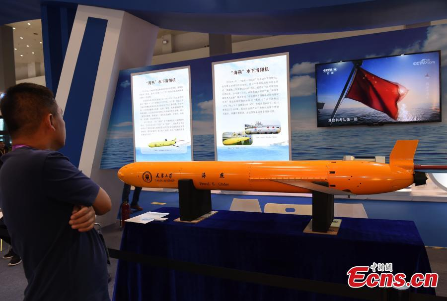 A visitor looks at a model of the Haiyan underwater glider at the 9th International Military and Civilian Dual-use Technology Exhibition in Chongqing, June 21, 2018. (Photo: China News Service/Zhou Yi)