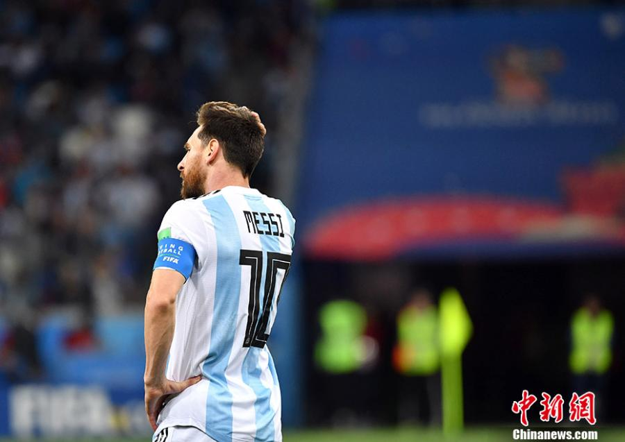 Lionel Messi of Argentina reacts during the 2018 FIFA World Cup Group D match between Argentina and Croatia in Nizhny Novgorod, Russia, June 21, 2018. Croatia won 3-0. (Photo: China News Service/Mao Jianjun)