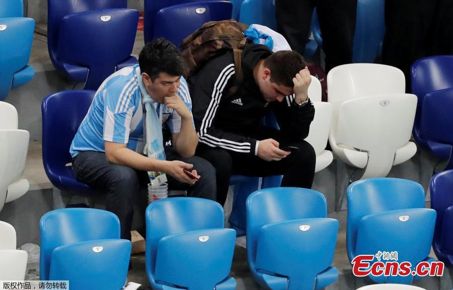 Argentina fans look dejected after the match between Argentina and Croatia in Nizhny Novgorod Stadium, Nizhny Novgorod, Russia, June 21, 2018. Croatia stunned Argentina 3-0 to advance to the group stage of the World Cup. (Photo/Agencies)