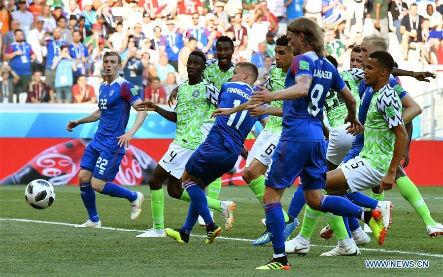 Alfred Finnbogason (C) of Iceland shoots during the 2018 FIFA World Cup Group D match between Nigeria and Iceland in Volgograd, Russia, June 22, 2018. (Xinhua/Lui Siu Wai)