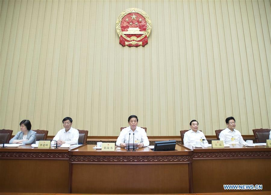 Li Zhanshu (C), chairman of the National People\'s Congress (NPC) Standing Committee, presides over the closing meeting of a bimonthly session of the 13th NPC Standing Committee at the Great Hall of the People in Beijing, capital of China, June 22, 2018. (Xinhua/Li Tao)