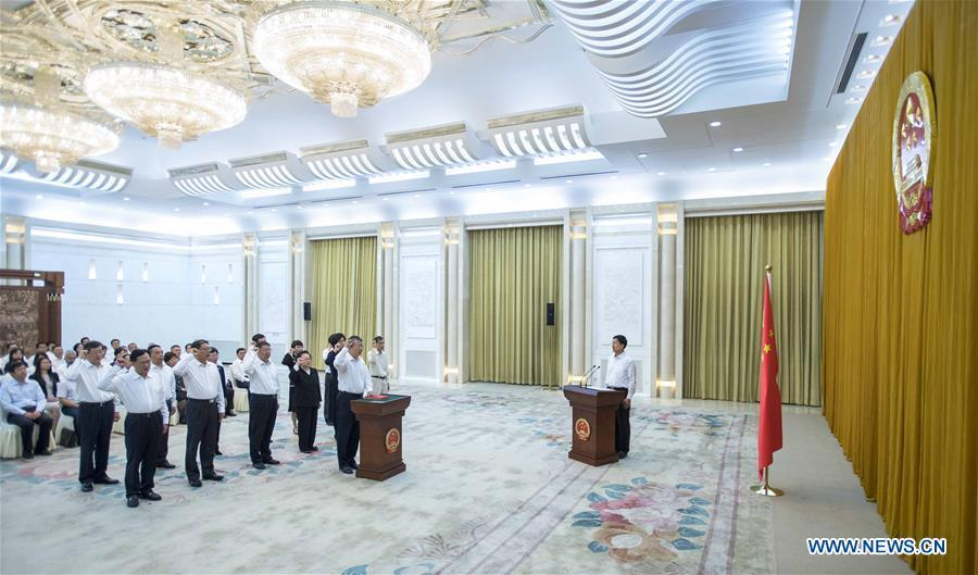 Cao Jianming (1st R), vice chairman of the National People\'s Congress (NPC) Standing Committee, presides over an oath-taking ceremony for newly appointed officials to pledge their allegiance to the Constitution after the conclusion of a bimonthly session of the 13th NPC Standing Committee at the Great Hall of the People in Beijing, capital of China, June 22, 2018. (Xinhua/Li Tao)