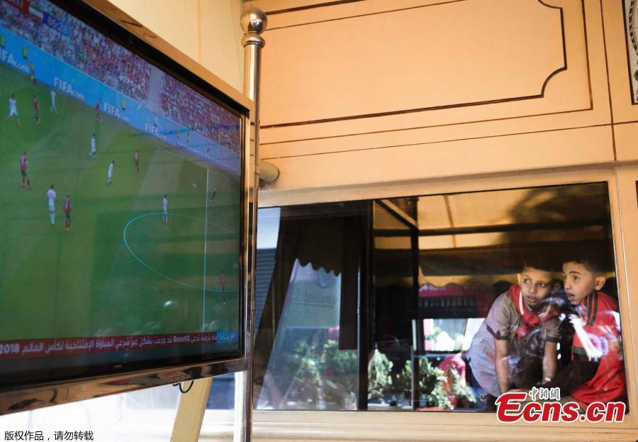 Two boys watch the live broadcast of a World Cup match between Morocco and Iran in Rabat, Morocco, June 15, 2018. (Photo/Agencies)