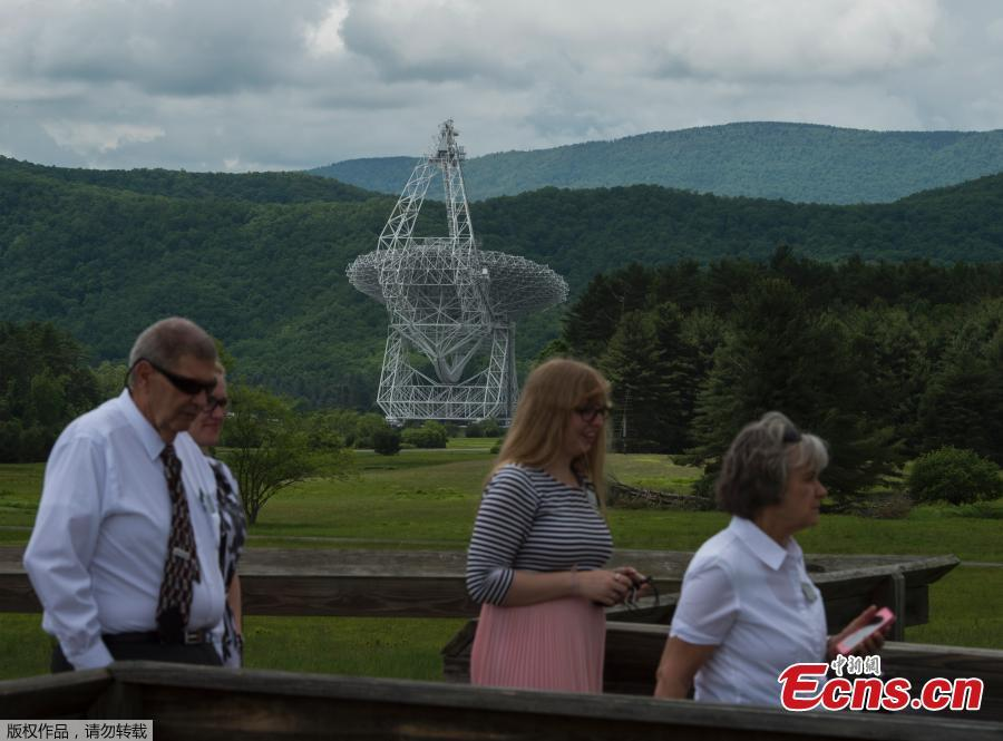 Tourists walk off a viewing platform after looking at the Green Bank Telescope at the Observatory in Green Bank, West Virginia on May 28, 2018. Green Bank is part of the US Radio Quiet Zone, where wireless telecommunications signals are banned to prevent transmissions interfering with a number of radio telescopes in the area. The largest steerable telescope in the world, the Green Bank Telescope, enables scientists to listen to low-level signals from different places in the universe. (Photo/Agencies)