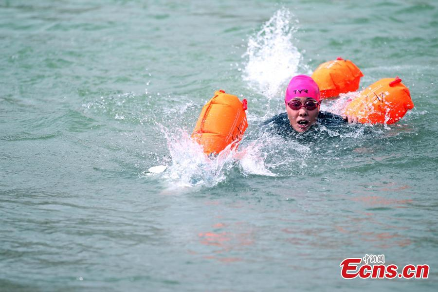 A participant competes in a swimming race across the Yellow River in Xunhua Salar Autonomous County, Northwest China's Qinghai Province, June 24, 2018. The race on China's second longest river was 500 meters long. (Photo: China News Service/Zhang Tianfu)