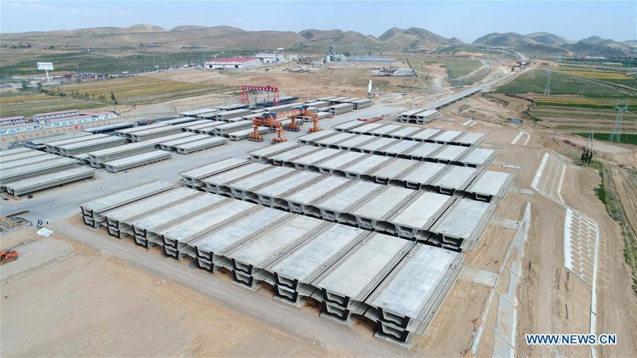 This aerial photo taken on June 23, 2018 shows prefabricated building parts for the Gansu-Ningxia section of the Yinchuan-Xi\'an high-speed railway in northwest China\'s Ningxia Hui Autonomous Region. The 617-kilometer high-speed railway is scheduled to start operation by the end of 2020 with a design speed of 250 kilometers per hour. (Xinhua/Wang Peng)