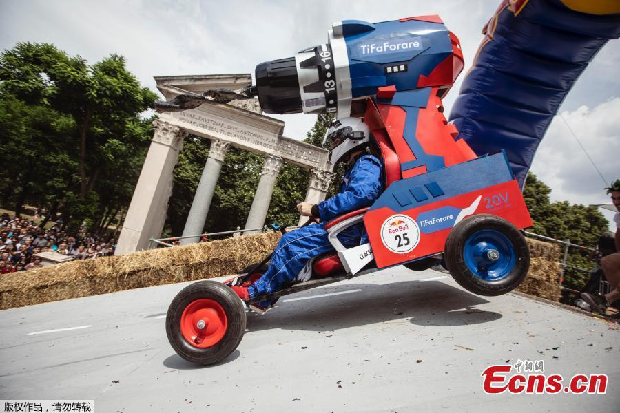 A competitor performs during the Red Bull Soapbox Race in Rome, Italy, June 24, 2018. Competitors enjoyed all kinds of twists and turns as the homemade vehicles sped down the storied slopes of The Eternal City. Red Bull Soapbox Race is an event for all those who love racing, have a sense of humor, and are interested in showing off their imagination and creativity. (Photo/Agencies)