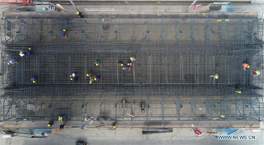 In this aerial photo taken on June 23, 2018, workers make prefabricated building parts for the Gansu-Ningxia section of the Yinchuan-Xi\'an high-speed railway in northwest China\'s Ningxia Hui Autonomous Region. The 617-kilometer high-speed railway is scheduled to start operation by the end of 2020 with a design speed of 250 kilometers per hour. (Xinhua/Wang Peng)