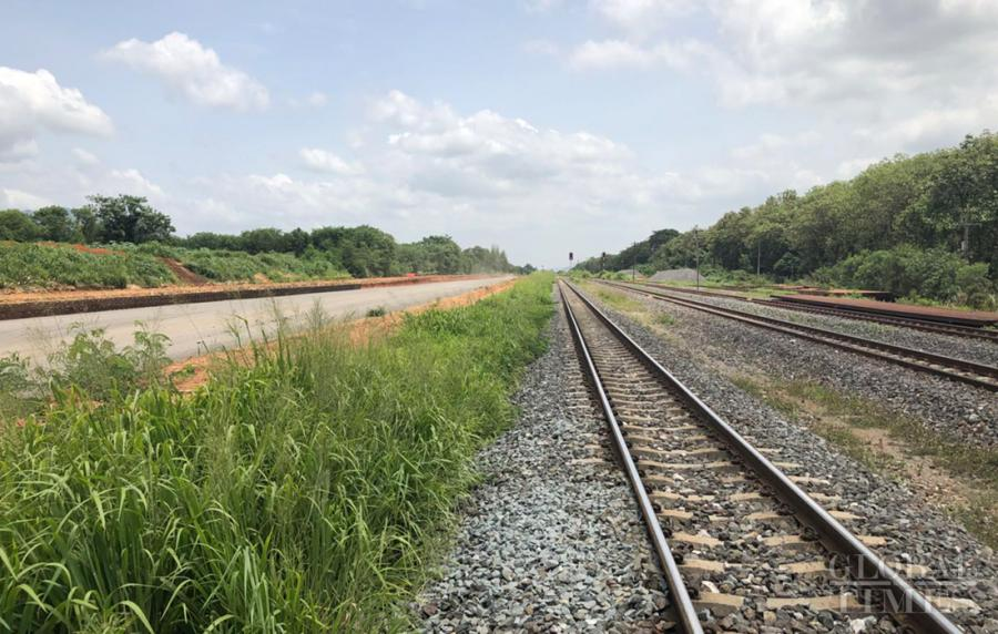 Photo shows train tracks near the construction site of the China-Thailand high-speed railway. (Photo: Chu Daye/GT)