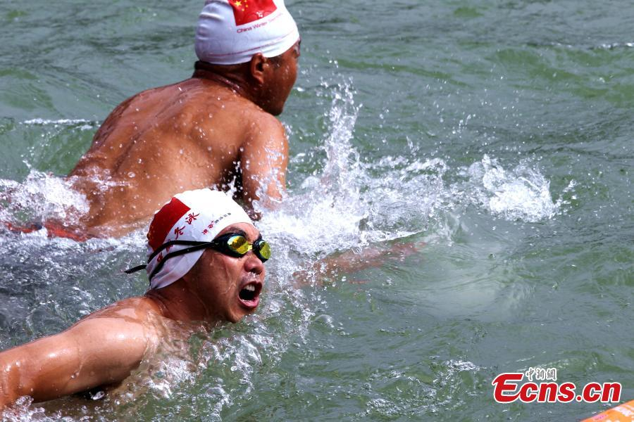 Participants compete in a swimming race across the Yellow River in Xunhua Salar Autonomous County, Northwest China's Qinghai Province, June 24, 2018. The race on China's second longest river was 500 meters long. (Photo: China News Service/Zhang Tianfu)