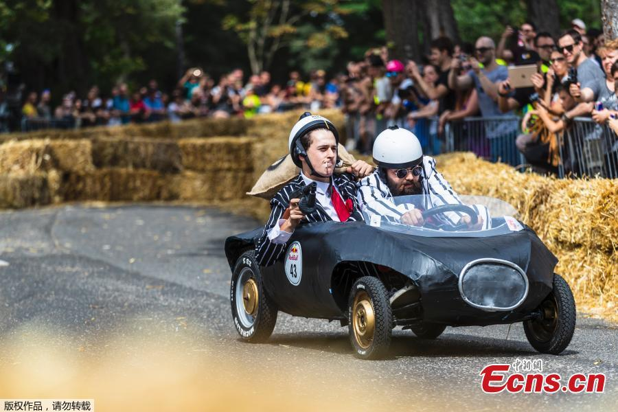 Competitors perform during the Red Bull Soapbox Race in Rome, Italy, June 24, 2018. Competitors enjoyed all kinds of twists and turns as the homemade vehicles sped down the storied slopes of The Eternal City. Red Bull Soapbox Race is an event for all those who love racing, have a sense of humor, and are interested in showing off their imagination and creativity. (Photo/Agencies)