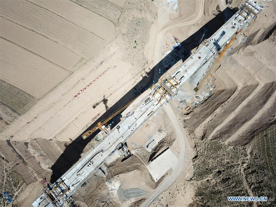 In this aerial photo taken on June 23, 2018, workers construct a bridge in the Gansu-Ningxia section of the Yinchuan-Xi\'an high-speed railway in northwest China\'s Ningxia Hui Autonomous Region. The 617-kilometer high-speed railway is scheduled to start operation by the end of 2020 with a design speed of 250 kilometers per hour. (Xinhua/Hou Dongtao)