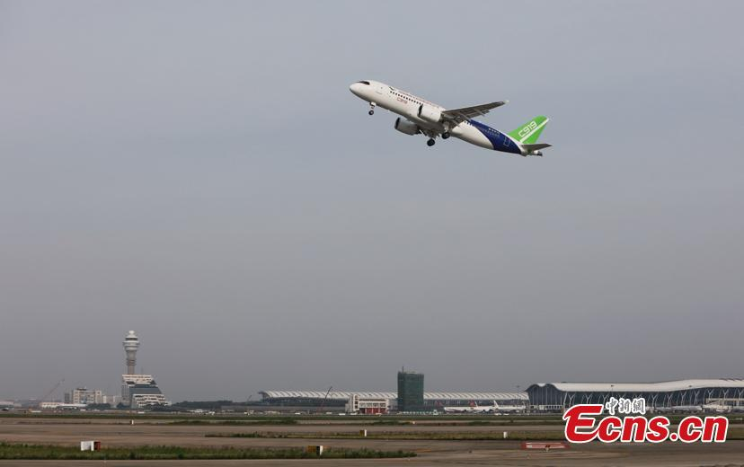 China\'s first domestically made large passenger aircraft C919 takes off from the Shanghai Pudong International Airport, June 26, 2018. C919 made trial flight again. (Photo: China News Service/Yin Liqin)