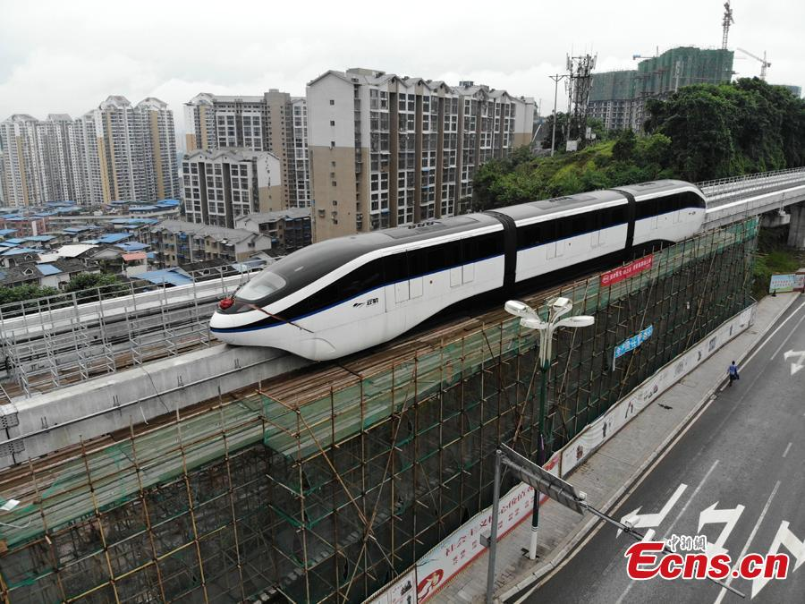 An elevated railway track is under test in Guang'an City, Southwest China's Sichuan Province. The 8.49-kilometer-long line can transport up to 30,000 people per hour at a maximum speed of 80 kilometers an hour. The system is an effective way to address traffic jams in small and medium-sized cities. The elevated railway track is easier and quicker to build, at a cost of one fourth of building a subway line. (Photo: China News Service/Zhang Lang)